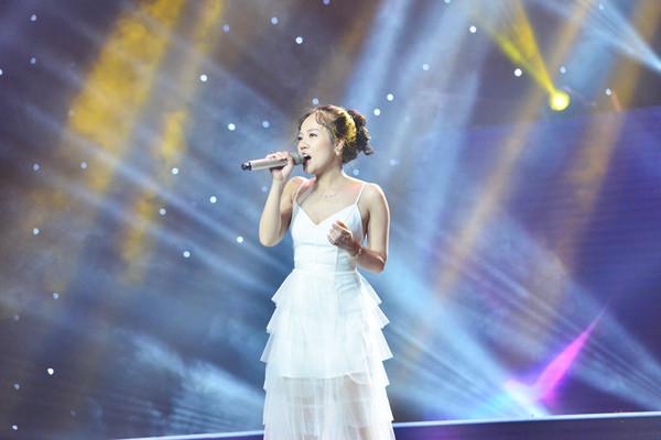 """""""Mặt mộc"""" Hoa hậu H'Hen Niê được đưa vào bài hát tại Sing My Song"""