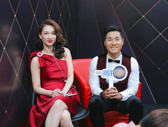 Nguyên Khang thân thiết Quỳnh Chi, nắm tay Văn Mai Hương