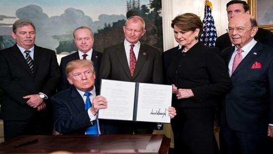 Tổng thống Trump quyết định đánh thuế trừng phạt Trung Quốc
