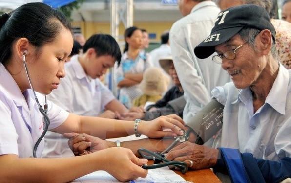 Già hóa dân số và thách thức trong chăm sóc người cao tuổi