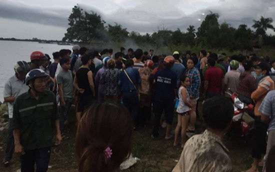 Xuống bờ sông rửa tay, hai nữ sinh trượt chân chết đuối