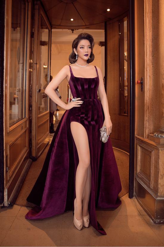 Lý Nhã Kỳ diện váy xẻ tà táo bạo đầy gợi cảm thiêu đốt mọi góc nhìn ở LHP Cannes