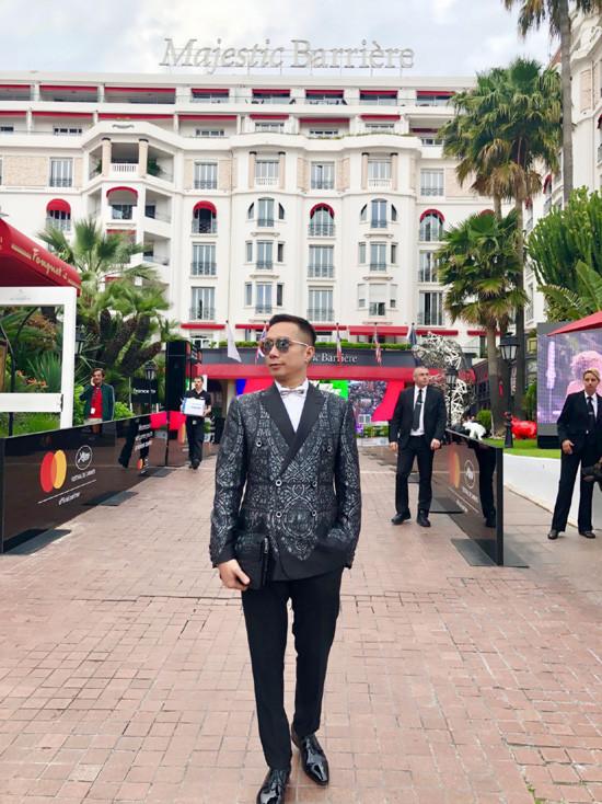 NTK Đỗ Trịnh Hoài Nam tất bật chuẩn bị show diễn tại Cannes 2018