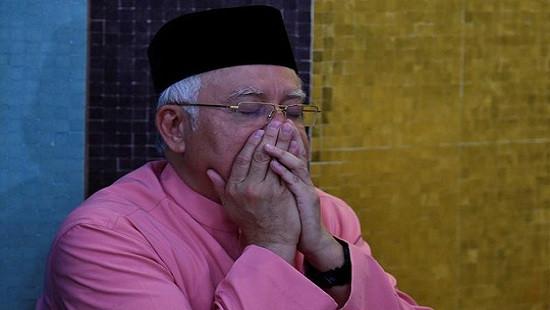 Dính bê bối hối lộ, cựu thủ tướng Malaysia bị cấm rời nước