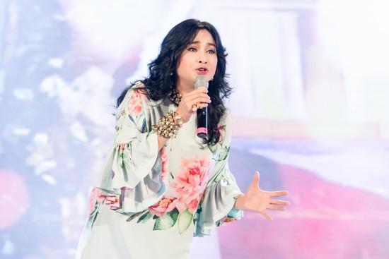 Ngọc Anh, Thanh Lam đội mưa hát khai trương phố đi bộ Trịnh Công Sơn