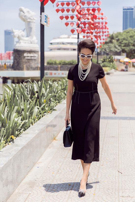 Diễm My 6x ăn mặc sành điệu, trẻ trung khoe sắc tại Đà Nẵng