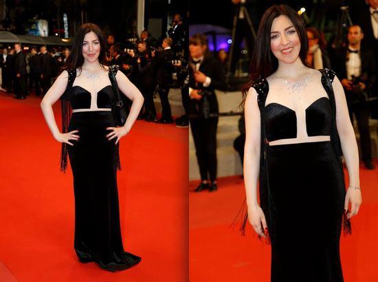 Thảm đỏ bế mạc LHP Cannes: Nữ minh tinh người Pháp gây sốt với thiết kế đầm triệu đô