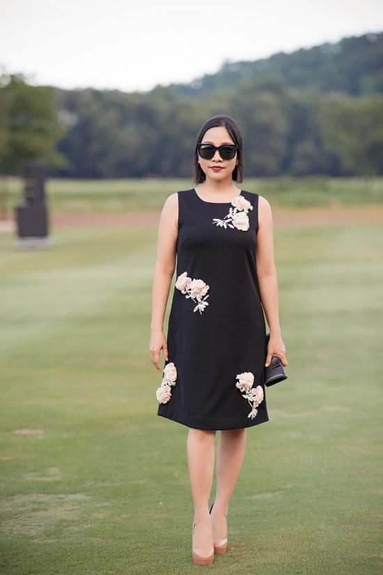 Hoa hậu Kỳ Duyên mặc váy xẻ ngực sâu dự show thời trang Xuân Hè 2018 của NTK Đỗ Mạnh Cường