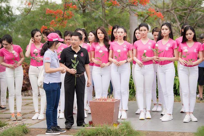 Thí sinh Hoa hậu Việt Nam mang hoa trắng tới viếng mộ Hàn Mặc Tử - ảnh 7