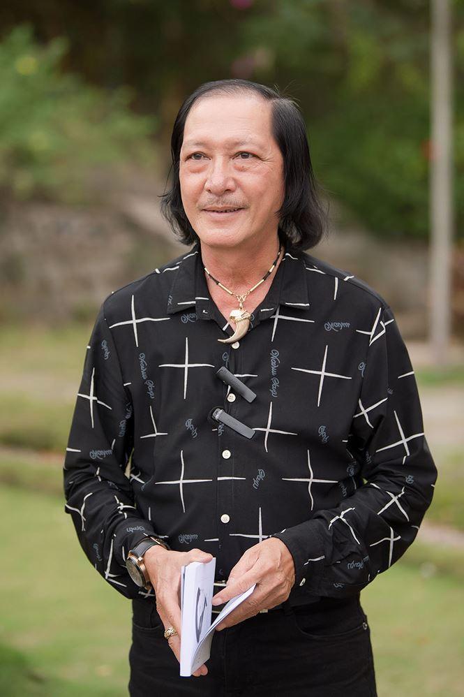 Thí sinh Hoa hậu Việt Nam mang hoa trắng tới viếng mộ Hàn Mặc Tử - ảnh 8