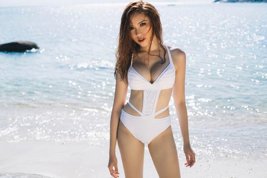 MC Thanh Thanh Huyền khoe đường cong nóng bỏng với bikini