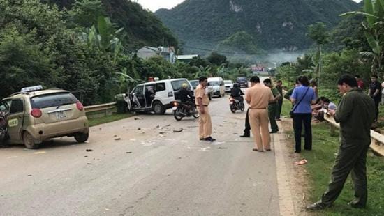 Taxi đấu đầu xe cứu thương, 1 người tử vong