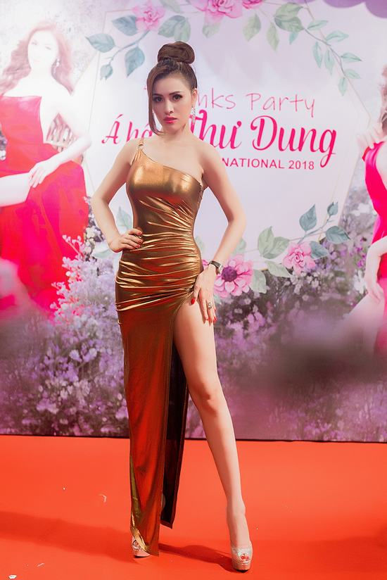 Á Hậu Thư Dung: Mỹ nhân chơi trội nhất showbiz khi thay 5 bộ váy trong 1 buổi tiệc