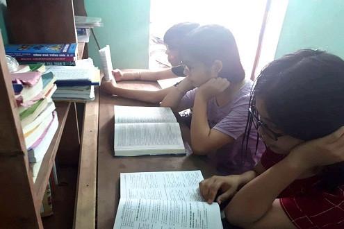 Nghị lực vượt khó của 3 chị em sinh ba đạt điểm cao trong kỳ thi THPT Quốc gia 2018