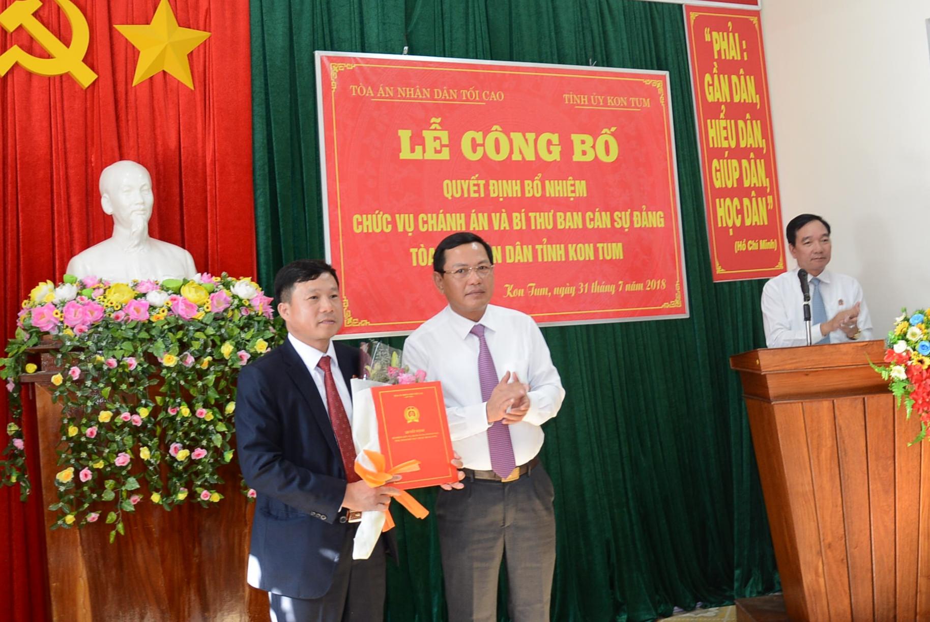 Trao quyết định bổ nhiệm Chánh án TAND tỉnh Kon Tum