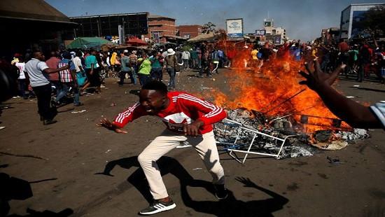 Quân đội Zimbabwe bắn đạn thật vào người biểu tình ở thủ đô