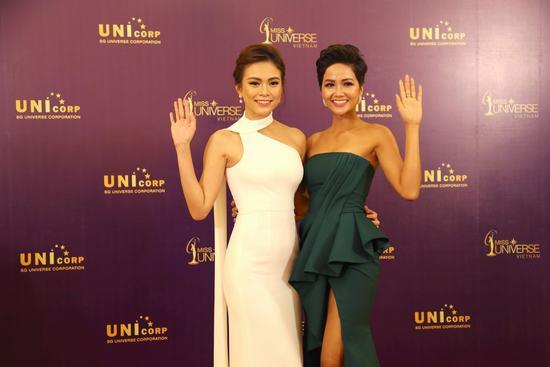 Hoa hậu H'Hen Niê, Á hậu Mâu Thủy đọ sắc đấu giá từ thiện