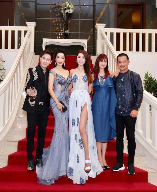 Trịnh Kim Chi quyến rũ đến chúc mừng Hoa hậu Trương Nhân
