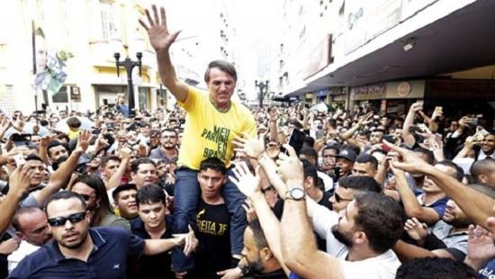 Brazil: Ứng viên Tổng thống bị đâm trọng thương khi vận động tranh cử