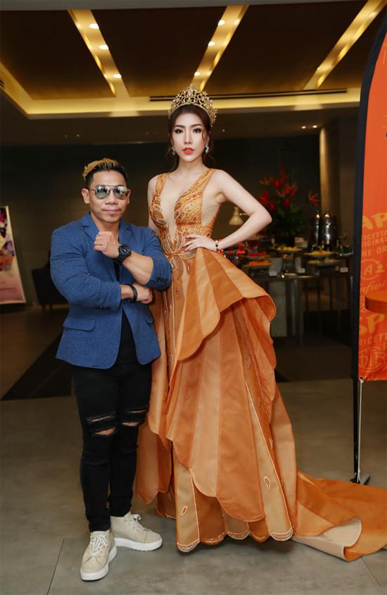 Hoàng Y Nhung tự tin ngồi 'ghế nóng' cuộc thi nhan sắc