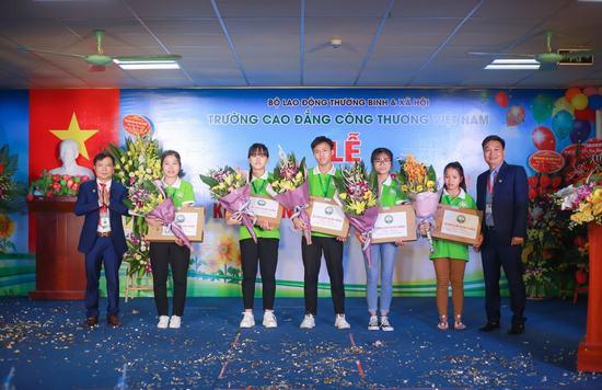 Trường Cao đẳng Công thương Việt Nam dành nhiều ưu đãi cho sinh viên nhân dịp khai giảng