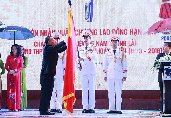 Trường THPT Phan Đình Phùng đón nhận Huân chương Lao động hạng Ba và kỷ niệm 45 năm thành lập
