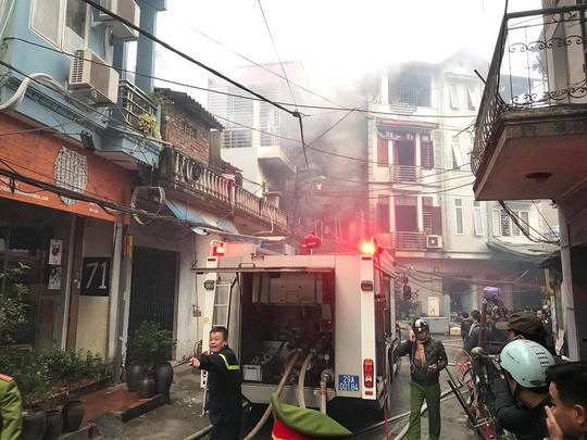 Cháy lớn tại quán karaoke trong ngõ hẹp ở Hà Nội