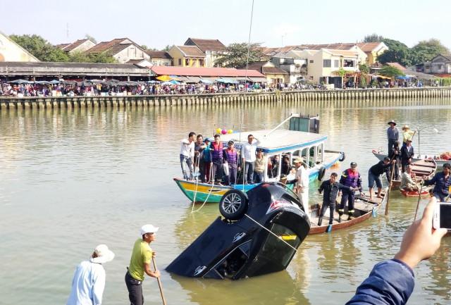 Vụ ô tô lao xuống sông, 3 người tử vong: Hé lộ nguyên nhân