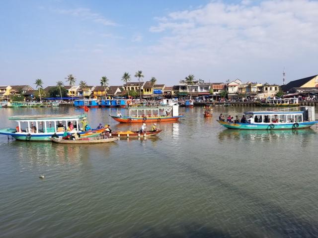Vụ xe ô tô lao xuống sông: Tìm thấy thi thể người vợ