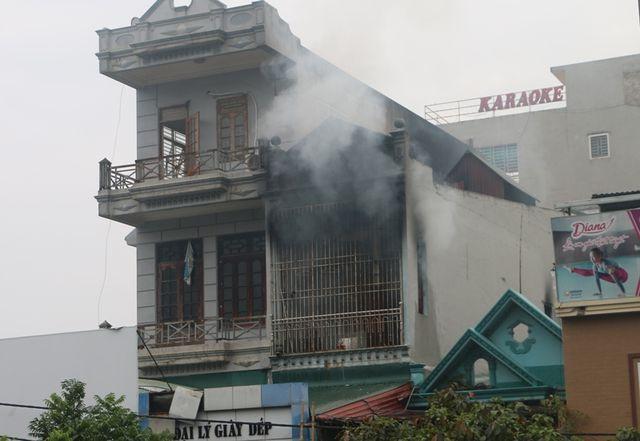 Cháy ngay sát khu chợ lớn nhất thành phố Thanh Hóa