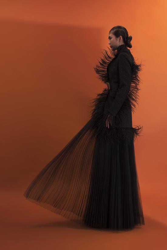 """Hoa hậu Tường Linh """"lột xác"""" sắc lạnh trong bộ hình thời trang quý cô bí ẩn"""