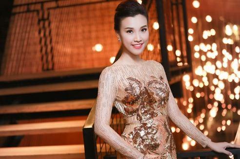 MC Hoàng Oanh công khai bạn trai đúng ngày Valentine