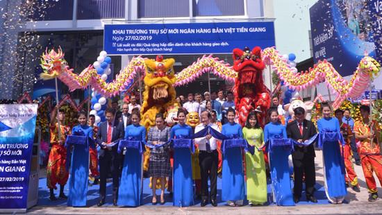 Trụ sở mới Ngân hàng Bản Việt Tiền Giang: Tưng bừng khai trương và dành hàng ngàn quà tặng khách hàng