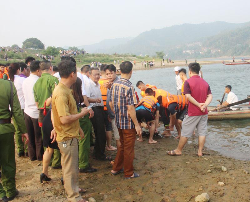 Thủ tướng yêu cầu Bộ Công an điều tra nguyên nhân 8 cháu bé ở Hòa Bình bị đuối nước