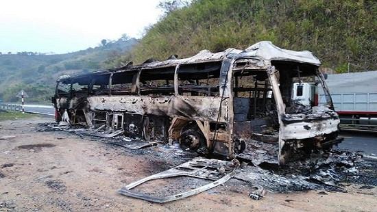 Xe khách cháy dữ dội trên đèo Pha Đin, nhiều hành khách hoảng loạn