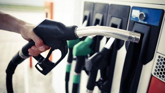 Giá xăng tăng hơn 400 đồng/lít