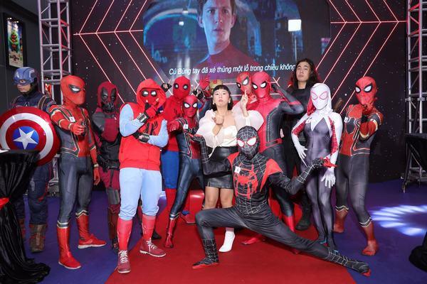 Dàn sao Việt tạo dáng hài hước cùng Người Nhện