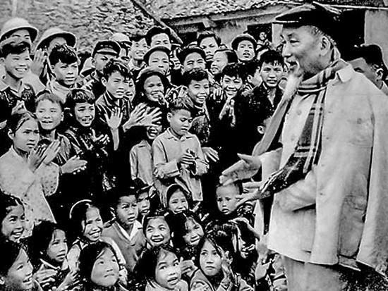 Đạo đức Hồ Chí Minh về phát huy dân chủ, chăm lo đời sống nhân dân