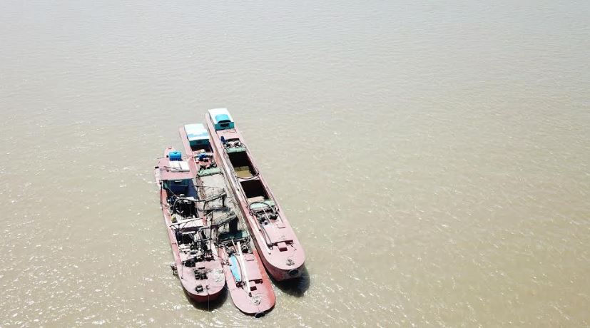 """Thái Bình: Cát tặc ngang nhiên """"đại náo"""" sông Hồng"""