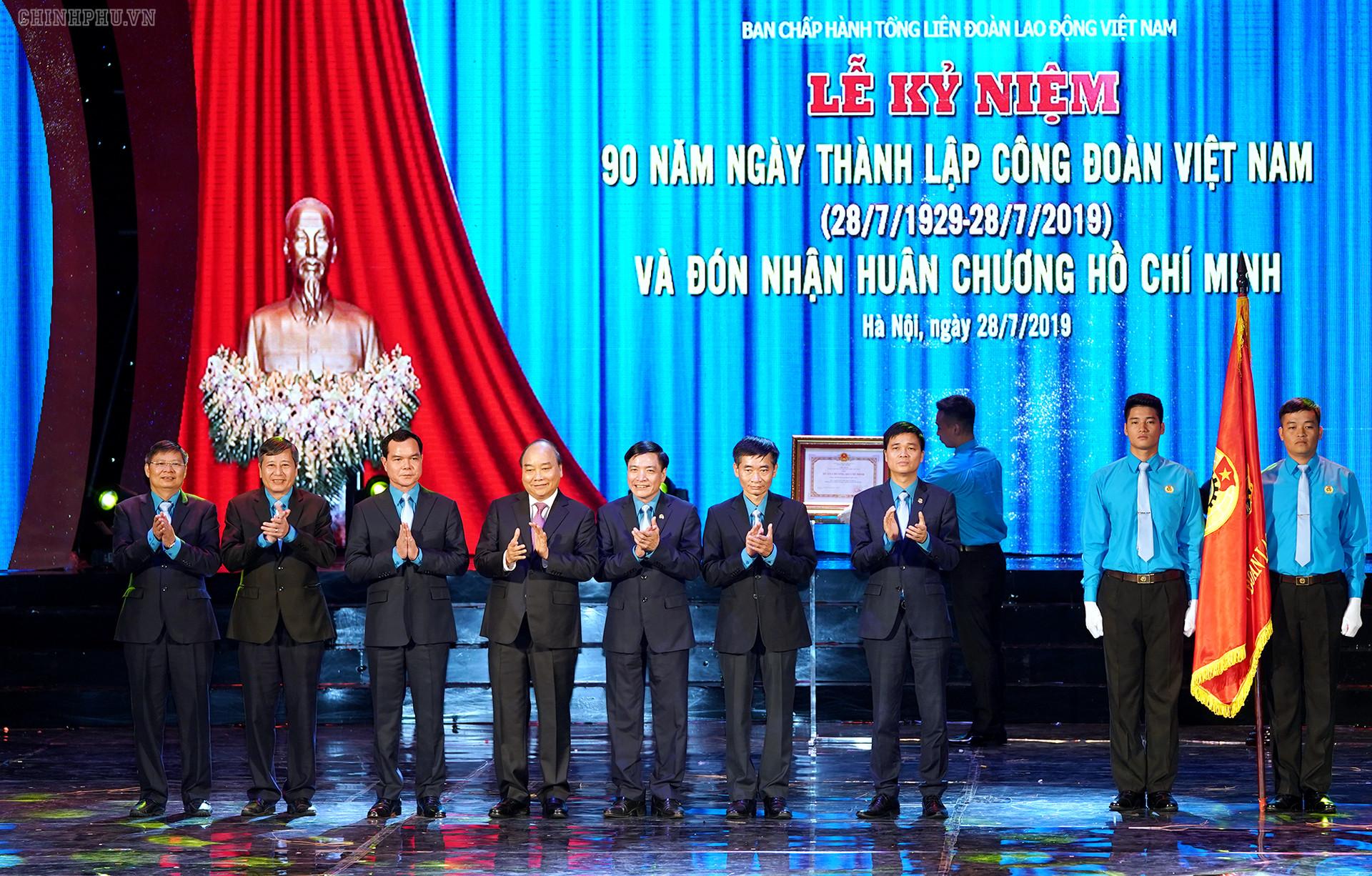 Thủ tướng dự lễ kỷ niệm 90 năm thành lập Công đoàn Việt Nam
