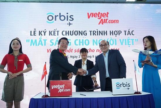 Vietjet cùng bệnh viện bay tài trợ dự án phòng chống mù lòa cho hàng triệu người