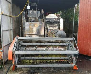 Máy gặt lúa mới mua của người dân bốc cháy trong đêm