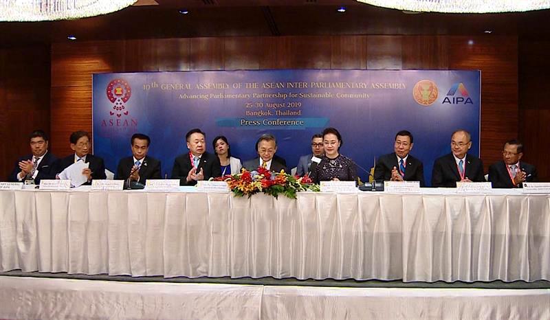 Chủ tịch Quốc hội kết thúc chuyến tham dự AIPA 40 và thăm chính thức Thái Lan