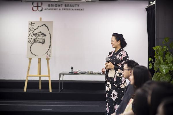Hoa hậu Xuân Hương hóa nàng thơ khi diện trang phục Yukata Nhật Bản