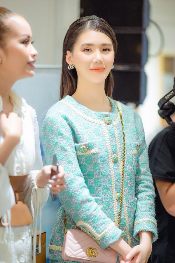 """Siêu mẫu Quỳnh Hoa: """"Thi sắc đẹp quốc tế rất áp lực"""""""