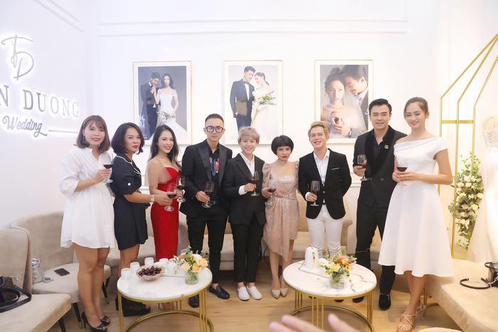 """Quang Anh, Bảo Hân -  """"đôi chim ri"""" của Về nhà đi con bí mật đi thử váy cưới"""