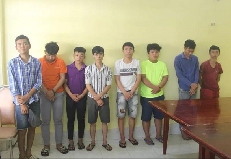 Bắt khẩn cấp 8 nam thanh niên trong nhóm cầm mã tấu chém công an, dân phòng