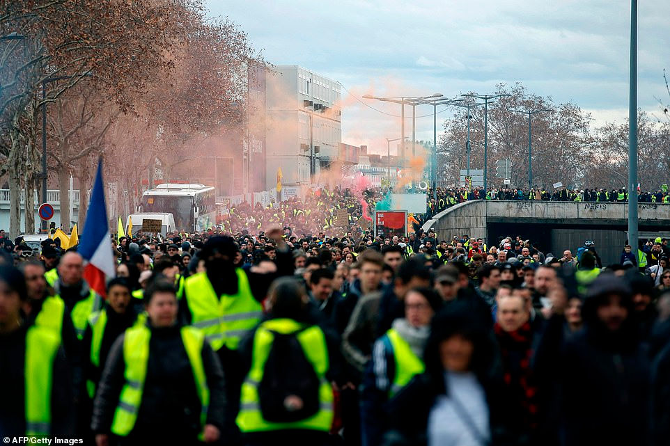 Phong trào Áo vàng tại Pháp: Hơn 1.000 người tiếp tục biểu tình