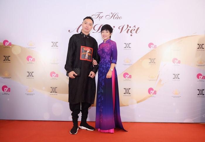 Áo dài mẹ chồng 2019, bỏ túi bí kíp từ nhà thiết kế dát vàng 9999 lên áo dài