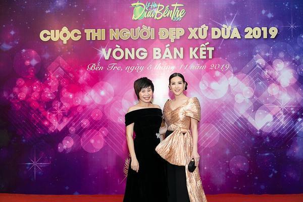 Hoa hậu Thu Hoài khoe vẻ cá tính, trẻ trung khi đi chấm thi nhan sắc